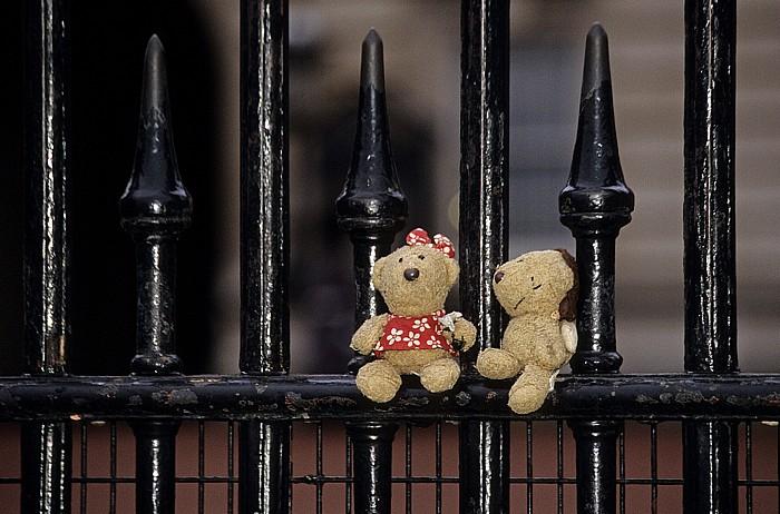 London Buckingham Palace: Teddine und Teddy