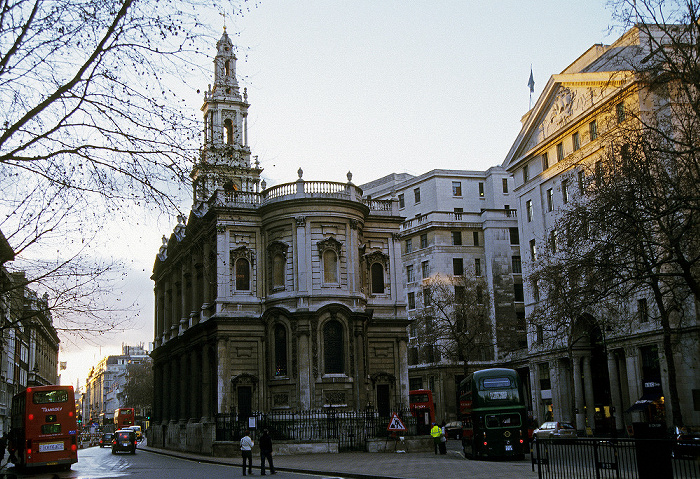 London City of Westminster: Strand - St Clement Danes