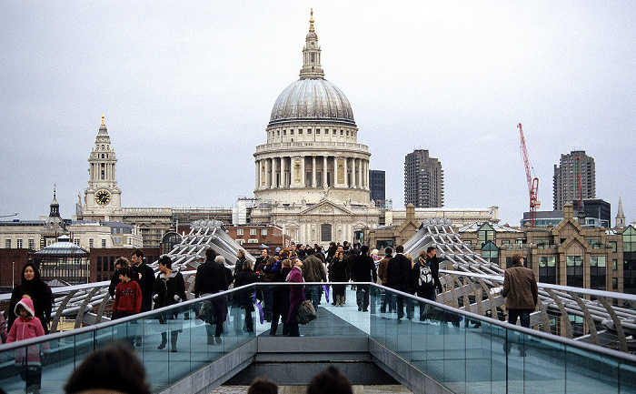 City of London: Millennium Bridge, St. Paul's Cathedral London