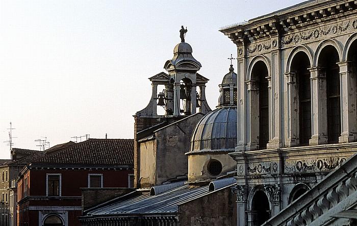 Venedig Glockenspiel und Kuppel von San Giacomo di Rialto Palazzo dei Camerlenghi