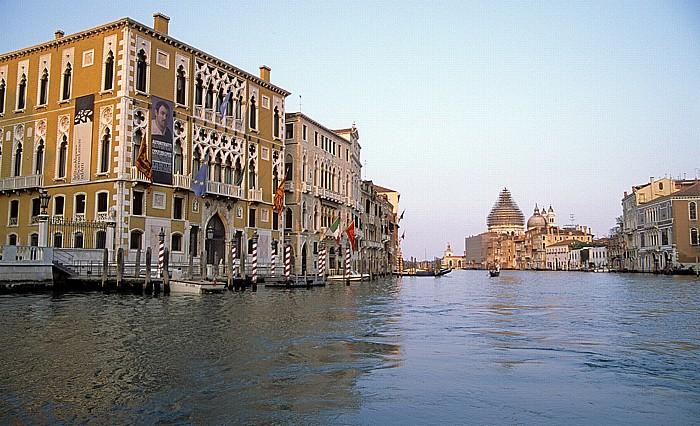 Venedig Links der Palazzo Franchetti Cavalli und der Palazzo Barbaro Santa Maria della Salute
