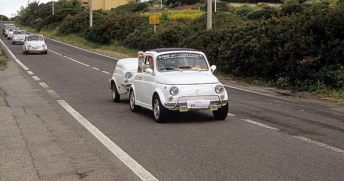 Santa Caterina di Pittinuri Fiat 500 mit Anhänger