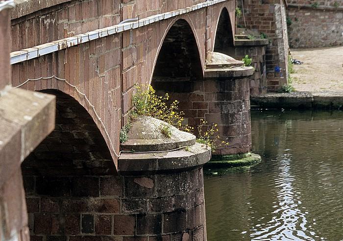 Bosa Steinbrücke über den Fiume Temo