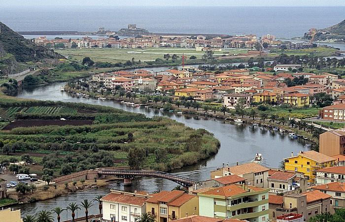 Blick vom Castello Malaspina (Serravalle): Fiume Temo, Bosa Marina, Mittelmeer