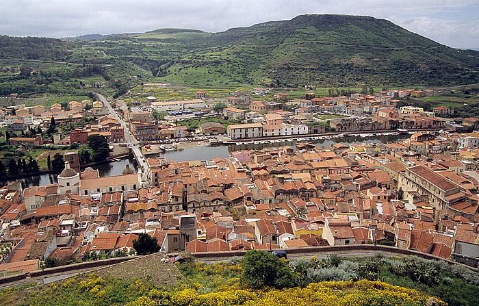 Bosa Blick vom Castello Malaspina (Serravalle): Altstadt, Fiume Temo