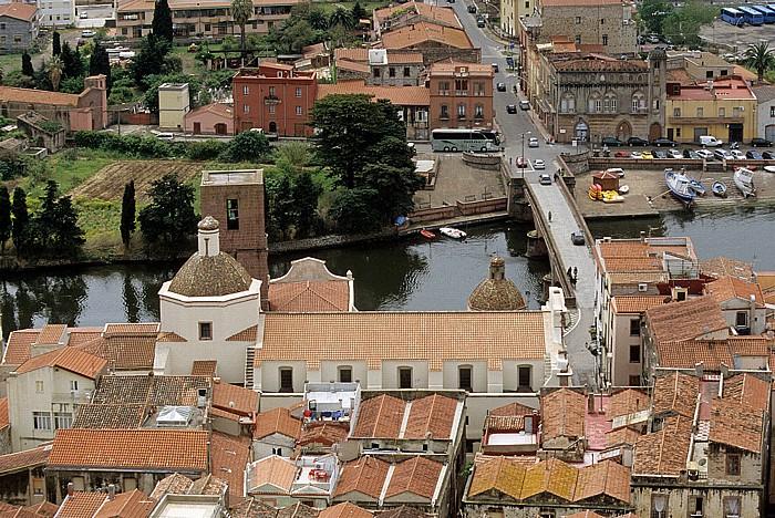 Bosa Blick vom Castello Malaspina (Serravalle): Kathedrale dell' Immacolata, Steinbrücke über den Fiume Temo