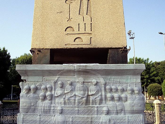 Istanbul Hippodrom: Sockel des Ägyptischen Obelisken Ägyptischer Obelisk