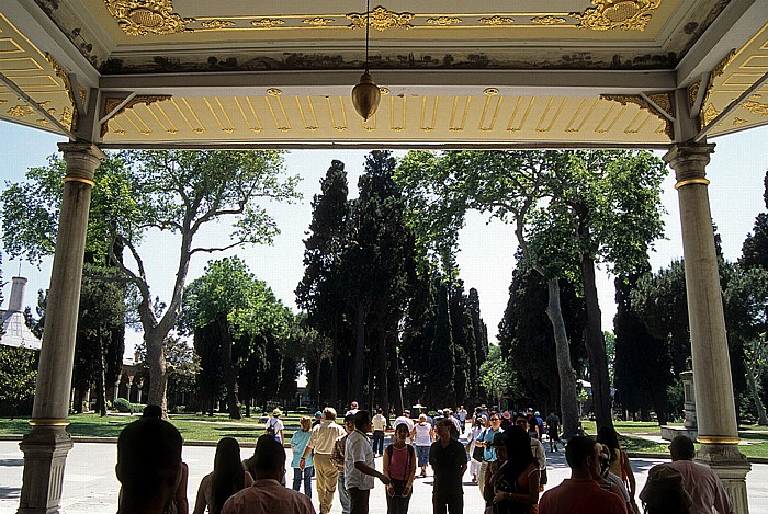 Topkapi-Palast: Tor der Glückseligkeit (Tor der Eunuchen), Zweiter Hof Istanbul