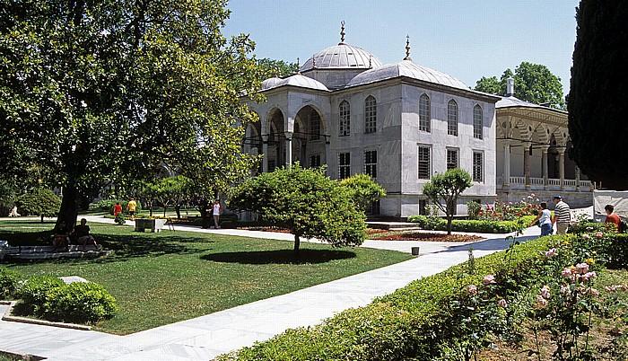 Istanbul Topkapi-Palast: Dritter Hof, Bibliothek Ahmeds III. (Enderun-Bibliothek)