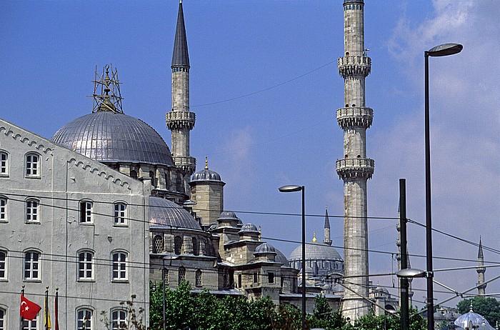 Neue Moschee (links) und Rüstem-Pasa-Moschee Istanbul