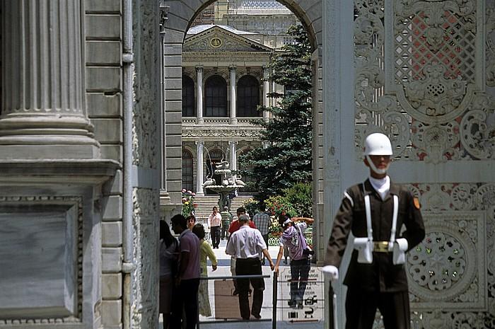 Dolmabahçe-Palast: Eingangstor, Sultansgarten Istanbul