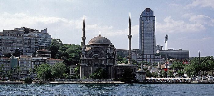 Bosporus: Dolmabahçe-Moschee Istanbul