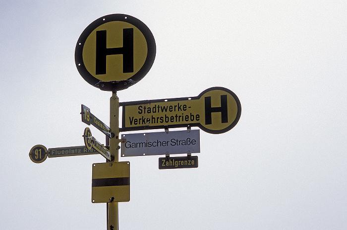 Zugspitze Gipfel: Haltestellenschilder aus München