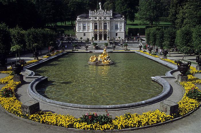 Linderhof Schlossgarten mit Wasserparterre, Schloss