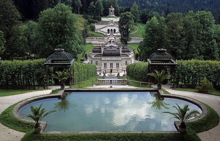 Linderhof Schlosspark (Nordhang mit Bassin), Schloss, Schlossgarten (Terassengärten, Venustempel)