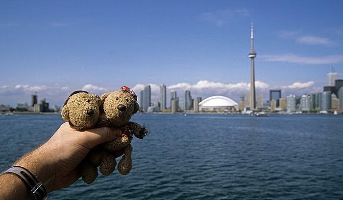 Toronto Inner Harbour: Teddy und Teddine CN Tower SkyDome