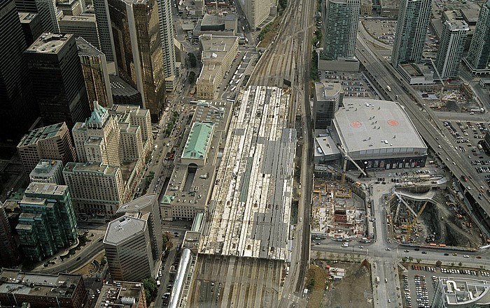 Toronto Blick aus dem CN Tower: Union Station Air Canada Centre Dominion Government Building Fairmont Royal York Hotel Gardiner Expressway Royal Bank Plaza Towers