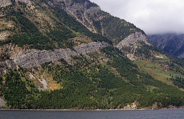 Waterton Lakes National Park Upper Waterton Lake: Ostufer