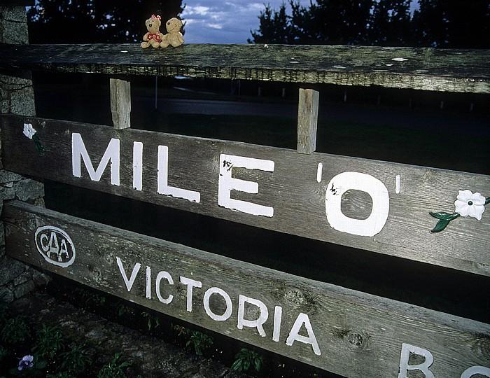 Victoria Mile 0 Trans Canada Highway: Teddine und Teddy