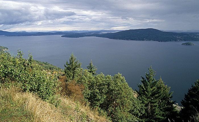 Vancouver Island Saanich Inlet (mit (rechts) Senanus Island), Saanich Peninsula
