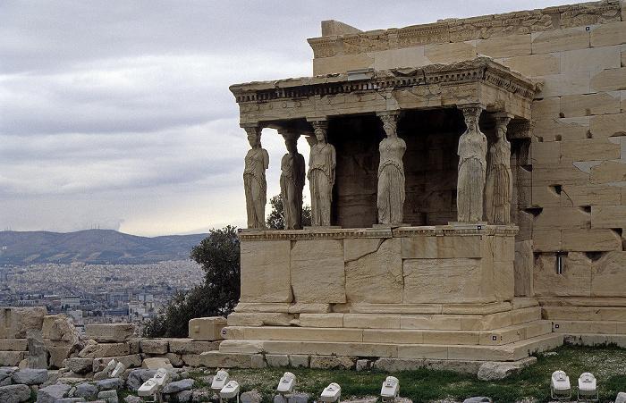 Akropolis: Erechtheion mit den Karyatiden Athen 2007