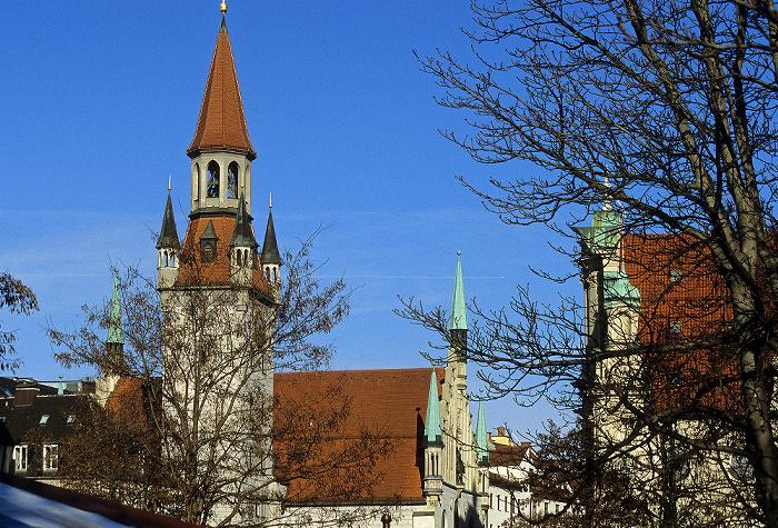 München Altes Rathaus (links) und Heilig-Geist-Kirche