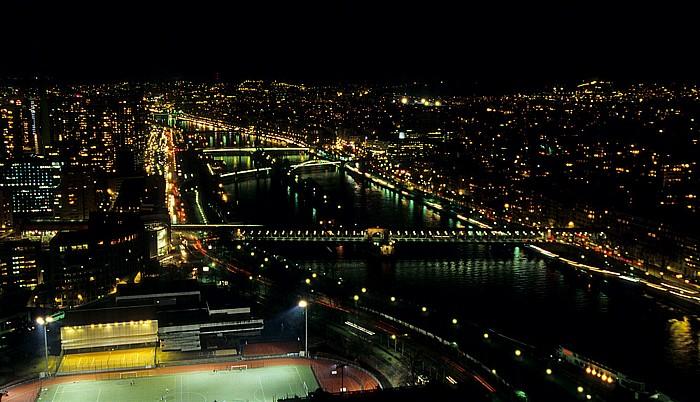 Paris Blick vom Tour Eiffel (Eiffelturm) nach Südwesten Île des Cygnes Pont de Bir-Hakeim Pont de Grenelle Pont Roulle Seine Stade Dupleix