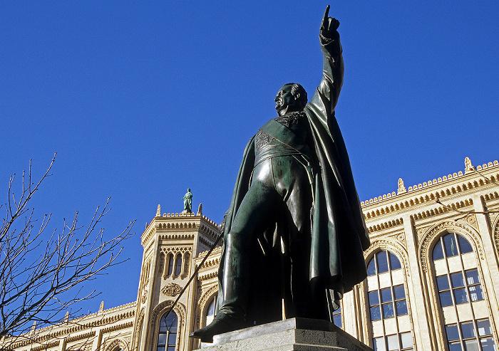Maximilianstraße: Standbild von Graf Bernhard Erasmus von Deroy München