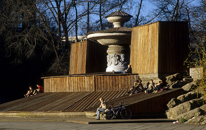 Maximiliansplatz: Wittelsbacher Brunnen München