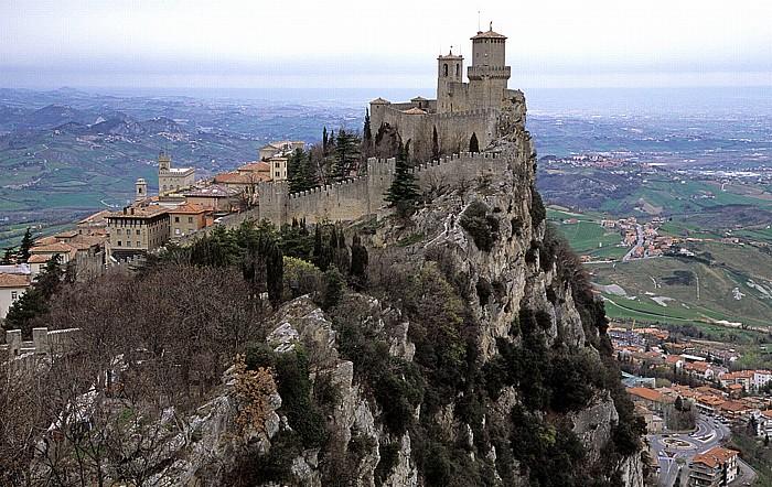 San Marino Monte Titano, Wehrturm La Guaita Basilica del Santo Regierungspalast