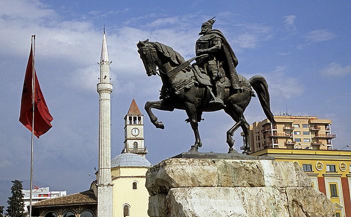 Tirana Skanderbeg-Platz: Skanderbeg-Denkmal Et'hem-Bey-Moschee Uhrturm