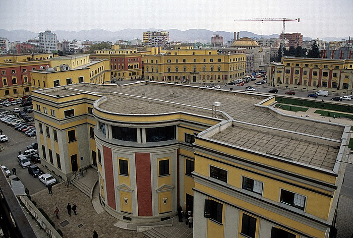 Tirana Blick vom Uhrturm: Albanische Ministerien Auferstehungskathedrale