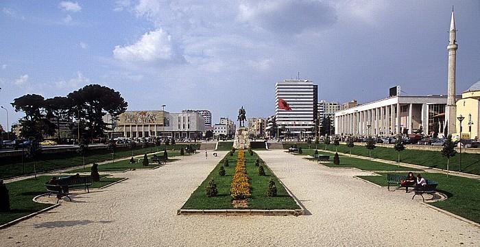 Tirana Skanderbeg-Platz Et'hem-Bey-Moschee Historisches Nationalmuseum Kulturpalast Skanderbeg-Denkmal Tirana International Hotel