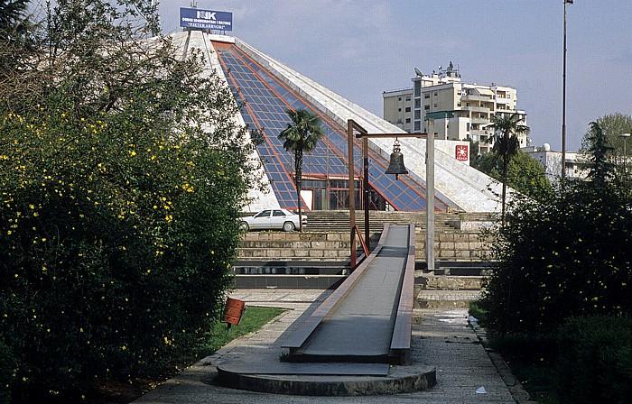 Tirana Pyramide von Hoxha