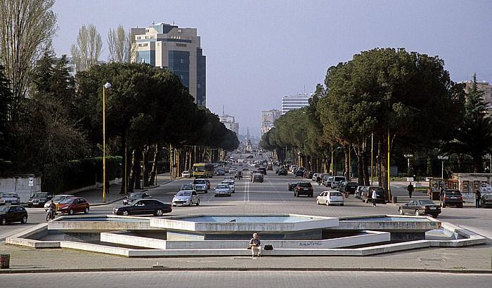 Tirana Mutter-Teresa-Platz, Boulevard Dëshmorët e Kombit