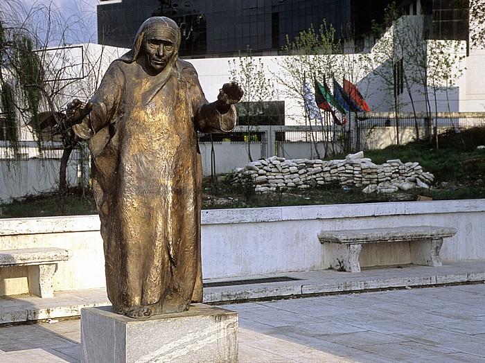 Tirana Statue von Mutter Teresa Hotel Sheraton