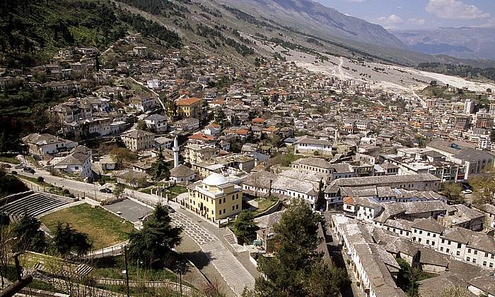 Gjirokastra Blick von der Burg: Altstadt