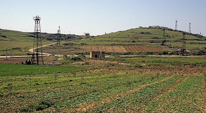 Myzeqe-Ebene Zwischen Fier und Berat: Erdölfördertürme