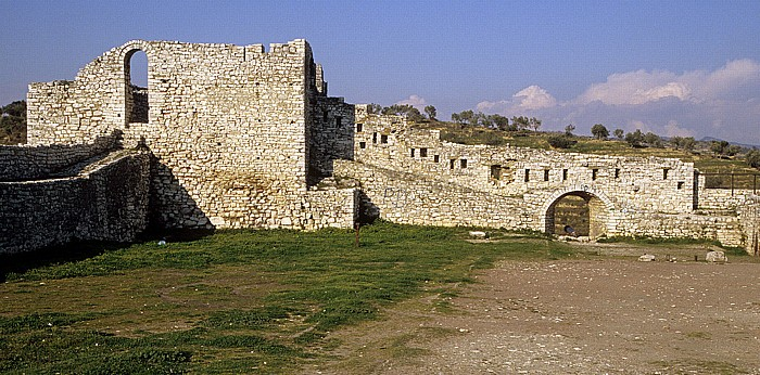 Berat Burg (Kalaja): Festungsmauer
