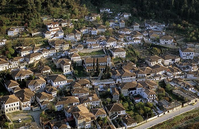 Berat Blick von der Burg (Kalaja): Gorica St. Spyridon-Kloster