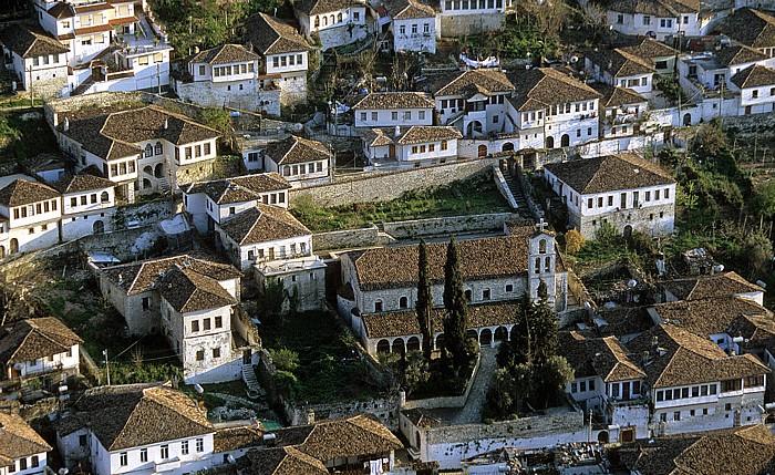 Berat Blick von der Burg (Kalaja): St. Spyridon-Kloster in Gorica
