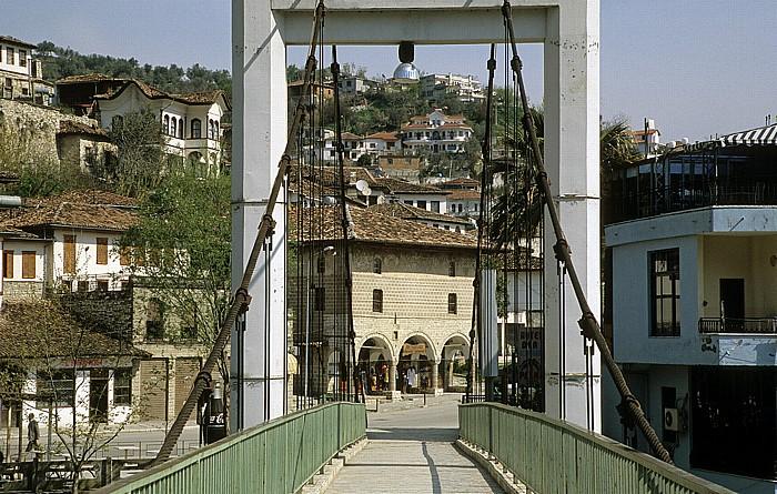 Berat Hängebrücke über den Osum