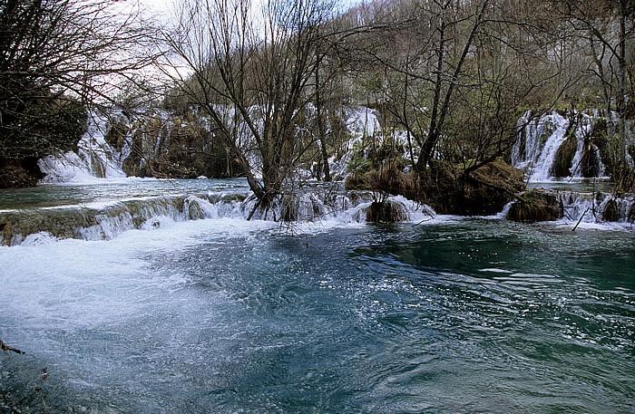 Nationalpark Plitvicer Seen Wasserfälle zwischen Gavanovac (vorne) und Milanovac