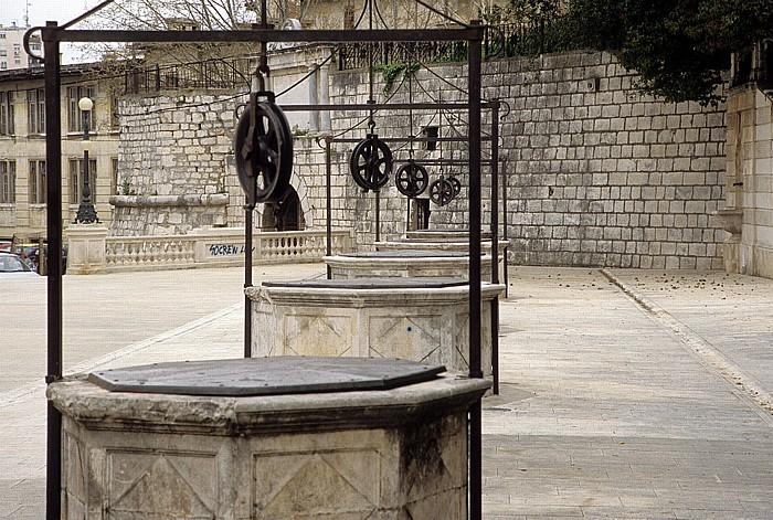 Zadar Platz der fünf Brunnen (Trg pet bunara) Stadtmauer