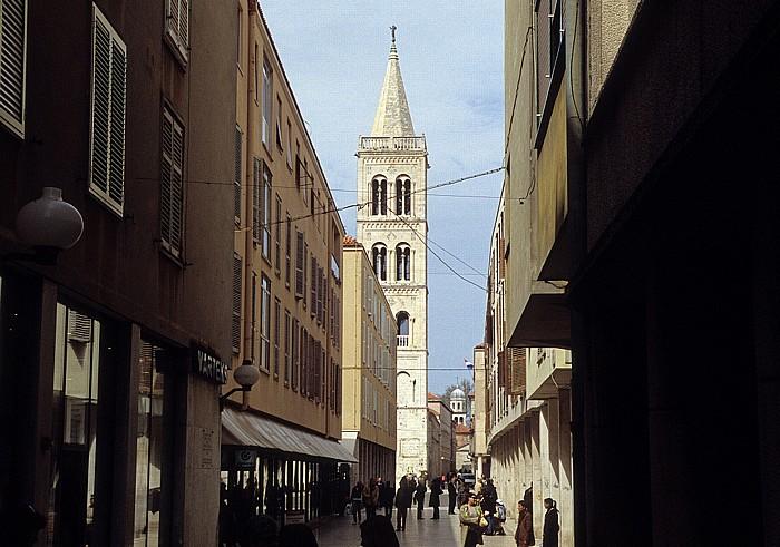 Zadar Altstadt: Gasse zur Kathedrale St. Anastasia (Sveti Stosija)