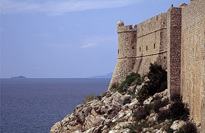 Dubrovnik Altstadt: Adria, Stadtmauer, Bastion des Hl. Petrus
