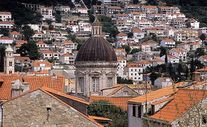 Dubrovnik Altstadt: Blick von der Stadtmauer: Kuppel der Kathedrale Mariä Himmelfahrt (Sveti Gospa)