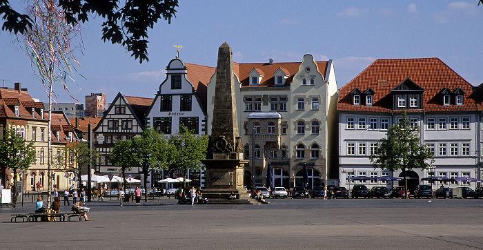 Erfurt Domplatz mit Obelisken Haus zur Hohen Lilie