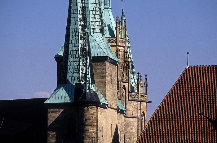 Erfurt Blick von der Zitadelle Petersberg: Türme von Severikirche und Dom (hinten)