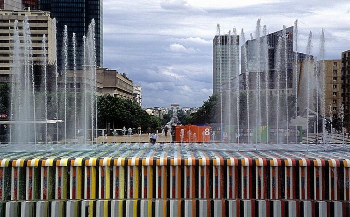 Paris La Défense: La Fontaine de l'Esplanade Arc de Triomphe Avenue Charles de Gaulles Neuilly-sur-Seine